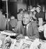 Vente des Ecrivains Combattants. Paul-Emile Victor (1907-1995), explorateur français, chef d'expéditions polaires. Paris, 1960. © Studio Lipnitzki/Roger-Viollet