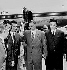 Mohammed Khider, Rabeh Beitat, Hocine Aït Ahmed, Abdel Gamal Nasser (1918-1970), homme d'Etat égyptien, et Ahmed Ben Bella (1916-2012), homme politique algérien. Aéroport du Caire (Egypte), avril 1962. © TopFoto / Roger-Viollet