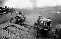 Small Sizaire and Naudin cars at the Winter velodrome. Paris, 1909. © Roger-Viollet