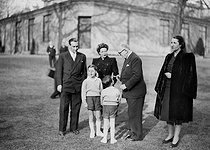 Vincent Auriol (1884-1966), President of the French Republic, with his family at the Elysee Palace shortly after his election. From left to right : Paul and Jacqueline Auriol, Vincent Auriol and his wife Michelle. Front : the two sons of Paul and Jacqueline Auriol. Paris, January 1947. © Roger-Viollet