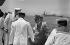 """Le général de Gaulle en visite à Djibouti accueilli par les officiers et marins du porte-hélicoptère """"Jeanne d'Arc"""", août 1966 © Roger-Viollet"""