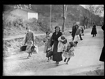 "Spanish Civil war (1939-1936). ""La Retirada"". Spanish refugees arriving with some clothes. Le Perthus (France), on January 27, 1939. Photograph from the Excelsior newspaper. © Excelsior - L'Equipe / Roger-Viollet"