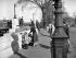 Pont des Arts. Femme avec un scooter Vespa. Paris (VIème arr.), avril 1956. © Marie-Anne Lapadu / Roger-Viollet