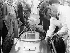 Mike Hawthorn (1922-1959), pilote automobile anglais, au volant d'une Vanwall. Grand Prix de Silverstone (Angleterre), 7 mai 1955. © TopFoto / Roger-Viollet