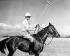 Prince Philip (né en 1921, deuxième à gauche), duc d'Edimbourg, lors d'un match de polo pendant la tournée royale du Commonwealth de la princesse Elisabeth (née en 1926). Kenya, Nyeri Polo Club, 6 février 1952. © PA Archive/Roger-Viollet