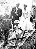 Audrey Hepburn et Mel Ferrer (âgés de 24 et de 37 ans), après leur mariage, sortant de la petite chapelle de Burgenstock, près du Lac Lucerne. 25 septembre 1954. © TopFoto / Roger-Viollet