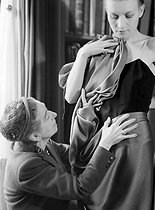 Jeanne Lanvin (1867-1946), French fashion designer, draping a fabric on a model.   © Laure Albin Guillot / Roger-Viollet