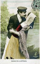 Couple enlacé. Carte postale. France, vers 1905. © Roger-Viollet