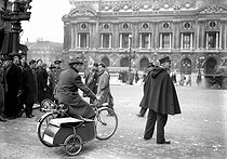 Electric bicycle with side-car on the place de l'Opéra. Paris, February 1941. © LAPI / Roger-Viollet