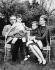 Le prince Rainier de Monaco, la princesse Grace et leurs enfants Caroline et Albert, en visite chez leur grand-mère maternelle, Mrs John Kelly. Philadelphie (Etats-unis), 20 avril 1963. © TopFoto / Roger-Viollet