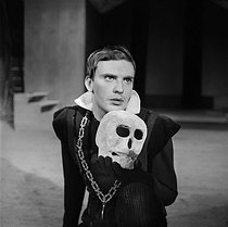 """Hamlet"", play by William Shakespeare. Jean-Louis Trintigant. Paris, Théâtre des Champs-Elysées, January 1960. © Studio Lipnitzki / Roger-Viollet"