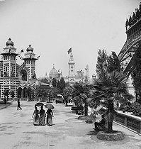 1889 World Fair in Paris. View of the park towards the Brazilian and Bolivian pavilions. Detail from a sterescopic view. © Léon et Lévy/Roger-Viollet