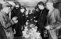 Soup kitchen for unemployed people in New York after the 1929 crisis. © Roger-Viollet