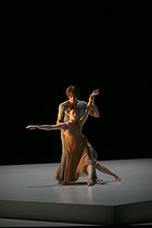 """""""Romeo and Juliet"""", ballet choreographed by Sasha Waltz, after the play by William Shakespeare. Composer : Hector Berlioz. Aurélie Dupont and Hervé Moreau. Paris, Opéra Bastille, on October 3rd, 2007. © Colette Masson / Roger-Viollet"""