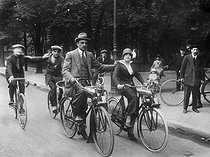 Tractor engines adapted to bicycles. Paris, July 1914. © Maurice-Louis Branger/Roger-Viollet