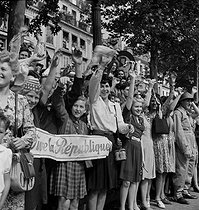World War II. Liberation of Paris. Victory parade on the Champs-Elysées. Paris (VIIIth arrondissement), on August 26, 1944. Photograph by Jean Roubier (1896-1981). © Fonds Jean Roubier/Roger-Vio