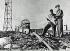 Guerre 1939-1945. Militaires américains examinant la zone près du Ground Zero (point d'explosion de la bombe atomique). Hiroshima (Japon), automne 1945. © Bilderwelt/Roger-Viollet