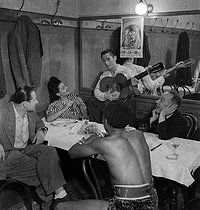 Circus artists in their dressing room. France, circa 1935. © Gaston Paris / Roger-Viollet