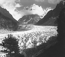 Seracs of the Mer de Glace (Sea of Ice). View from Montenvers. France, 1899. Photo by Ernest Roger. © Ernest Roger / Roger-Viollet