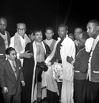 Walker Smith, said Ray Sugar Robinson (1920-1989), american boxer, on the right. Paris, october 1951. © Roger-Viollet