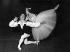 Rudolf Noureev (1938-1993), danseur soviétique, et Yvette Chauviré (1917-2016), danseuse française, lors de la répétition d'un ballet. 1er mai 1962. © Ullstein Bild/Roger-Viollet
