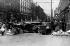 Insurrection de Pâques 1916. Troupes de l'O.P.S. en faction derrière une barricade sur Talbot Street. Dublin (Irlande), 1916. © TopFoto / Roger-Viollet