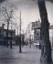 """""""Place du Tertre"""", Paris (XVIIIème arr.). Photographie d'Eugène Atget (1857-1927), 1899. Paris, musée Carnavalet. © Eugène Atget / Musée Carnavalet / Roger-Viollet"""