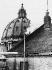 Fumée blanche échappée de la cheminée de la chapelle Sixtine annonçant la fin du conclave et la nomination de Pie XII, pape italien. Vatican, 2 mars 1939. © Ullstein Bild/Roger-Viollet