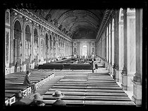 World War I. Eve of the signing of the Treaty of Versailles. The Hall of Mirrors. Palace of Versailles (France), on June 27, 1919. © Excelsior - L'Equipe / Roger-Viollet