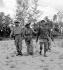 Guerre d'Indochine. La Légion étrangère avec un prisonnier viet-minh. © Rikli Martin / Roger-Viollet
