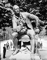 Denis Diderot (1713-1784), French writer and philosopher. Bronze statue by Jean Gautherin (1840-1890). Paris, boulevard Saint Germain.   © Léopold Mercier / Roger-Viollet