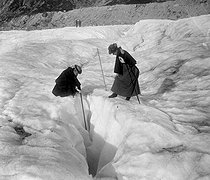 Crevasse on the Mer de Glace (Sea of Ice), glacier in the Mont Blanc massif (Haute-Savoie, France), 1899. Photo by Ernest Roger. © Ernest Roger / Roger-Viollet
