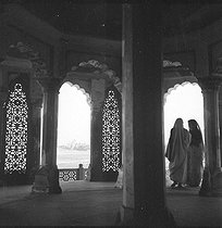 The Tâdj Mahall (XVIIème century) seen from  the Agra Fort. Agrâ (Uttar Pradesh, India). 1961. © Roger-Viollet