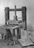La première presse à imprimer, inventée par Johannes Gutenberg (v.1400-1468), imprimeur allemand. Allemagne, vers 1442. © Ullstein Bild / Roger-Viollet