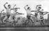 Danseurs de la troupe de Ted Shawn (1891-1972), danseur, chorégraphe et pédagogue américain, répétant sur le toit d'un immeuble. New York (Etats-Unis), vers 1934.  © Underwood Archives / The Image Works / Roger-Viollet