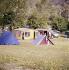 Camping municipal. Digne-les-Bains (Alpes-de-Haute-Provence), années 1960. © Collection Roger-Viollet / Roger-Viollet