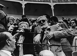 Ernest Hemingway (1899-1961), écrivain américain, et son épouse Mary Welsh Hemingway (1908-1986), journaliste américaine, assistant à une corrida, 1959. © Ullstein Bild/Roger-Viollet