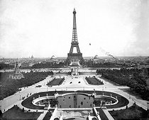 Paris, panorama from the Trocadéro on the Champs-de-Mars and the Eiffel Tower. © Léon et Lévy/Roger-Viollet
