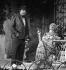 """""""Un clochard dans mon jardin"""" (A tramp in my garden), play by Jean Barber. Direction : Guy Michel. Pierre Doris and Alice Sapritch. Paris, Théâtre des Nouveautés, October 1979. © Anne Salaün / Roger-Viollet"""