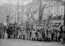 Ceremony in honour of the Unknown Soldier, place Denfert-Rochereau. Paris (XIVth arrondissement), on November 11, 1920. © Albert Harlingue/Roger-Viollet