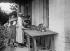 Guerre 1914-1918. Femmes travaillant dans les champs. 1917. © Maurice-Louis Branger / Roger-Viollet
