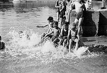 Children bathing in the river Seine. Paris, on July 11, 1941. © LAPI/Roger-Viollet