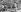Découverte du tombeau du pharaon Toutankhamon (mort en 1323 avant J.-C.), en 1923. L'enlèvement d'un grand coffre du caveau, transporté par deux Egyptiens, en présence d'Howard Carter. © Roger-Viollet