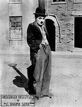 """A dog's life"". Silent film of Charles Chaplin. On 1918.  © Neurdein/Roger-Viollet"