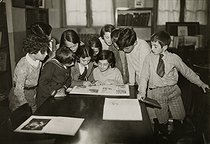"""On the right : Charles Aznavour (1924-2018), Armenian-born French singer-songwriter and actor, at the age of 10, reading books at the Bibliothèque de l'Heure joyeuse in Paris. Photograph from the collections of the newspaper """"Excelsior"""", September 1934. Paris, bibliothèque l'Heure Joyeuse. © Excelsior / Bibliothèque l'Heure Joyeuse / Roger-Viollet"""