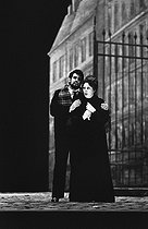 """La Bohème"" by Giacomo Puccini. Direction: Gian-Carlo Menotti. Conductor: Giuseppe Patane. Placido Domingo and Mirella Freni. Opéra de Paris, January 1977. © Colette Masson / Roger-Viollet"