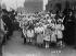 Libération de l'Alsace-Lorraine. Fillettes en costumes lorrains accueillant les membres du gouvernement. Metz (Moselle), 8 décembre 1918. © Maurice-Louis Branger/Roger-Viollet
