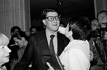 Yves Saint Laurent (1936-2008), French fashion designer, and Zizi Jeanmaire (born in 1924), French ballet dancer, attending the Saint Laurent exhibition at the Fashion museum. Paris, on June 23, 1986. © Carlos Gayoso / Roger-Viollet