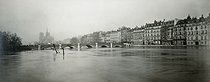 Flood of the Seine. The île Saint-Louis, IVth arrondissement. Anonymous photograph, 1910. Paris, musée Carnavalet.  © Musée Carnavalet/Roger-Viollet