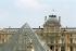 Musée du Louvre et la pyramide. Paris (Ier arr.), juin 2008. © Jean-Pierre Couderc / Roger-Viollet